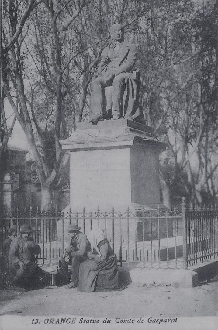 Le monument hommage au Comte Adrien de Gasprain à Orange