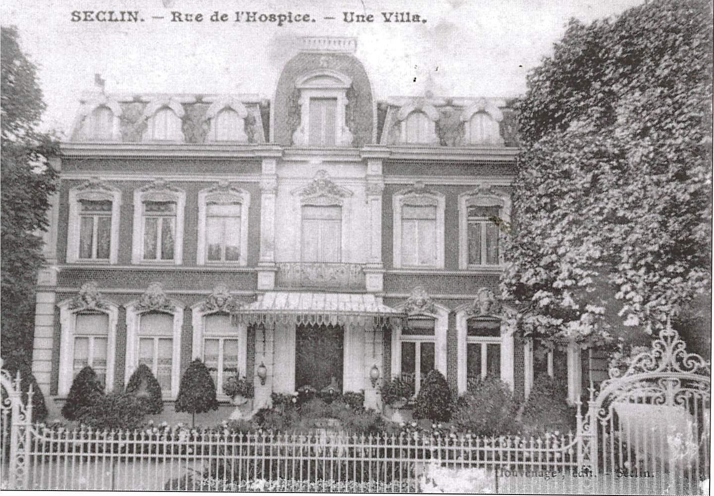 Seclin, rue de l'Hospice : La maison Guillemaud, demeure originelle de la famille. De nos jours, il ne reste de cette villa bourgeoise que les grilles qui ont été déplacé dans le parc de la mairie.