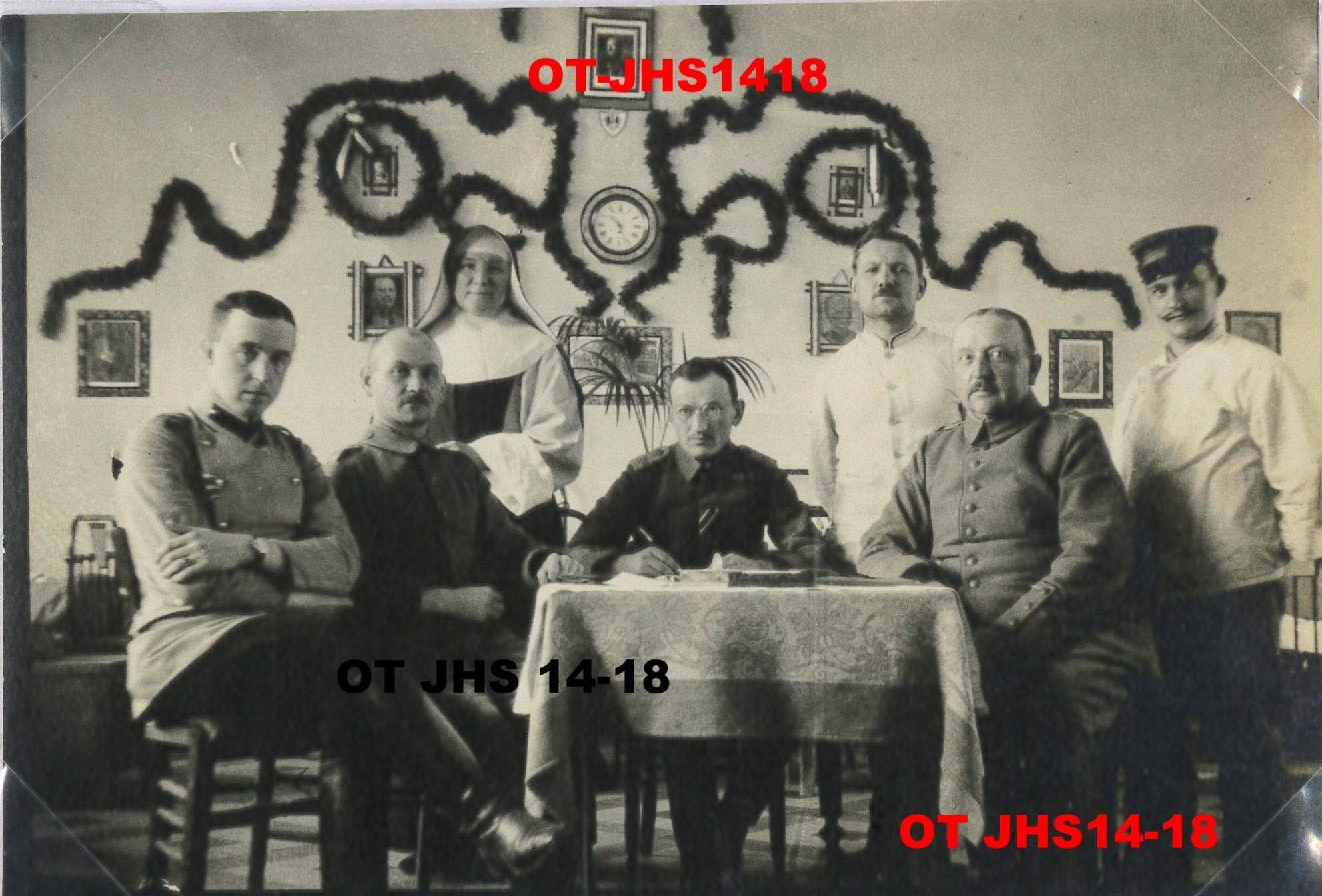 Archives OT JHS14-18 - officiers allemands à la période des fêtes, Hôpital Notre-Dame de Seclin (Reproduction et copie interdites)