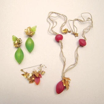 "Collection ""Verger"" - 1992 Nexcklace, brooch and earrings. Murano blown glass, brass and canvas cord."