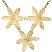 Collier plastron 3 fleurs martelées Herbier, dorure à l'or fin