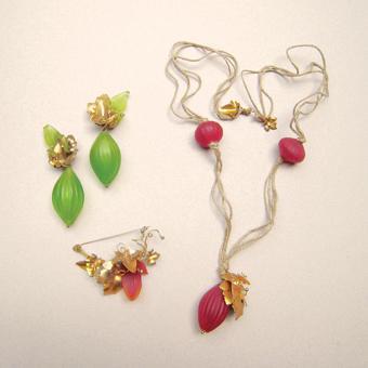 """Collection """"Verger"""" - 1992 Nexcklace , Broche et boucles d'oreilles . Murano verre soufflé , le laiton et le cordon toile"""