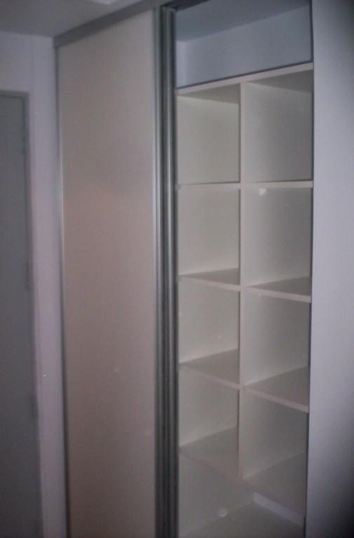 Interior con frente en melamina blanco