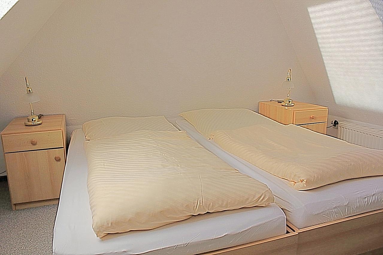 2. Schlafzimmer oben