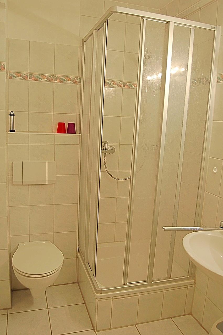 Dusche mit WC - Bad ohne Fenster