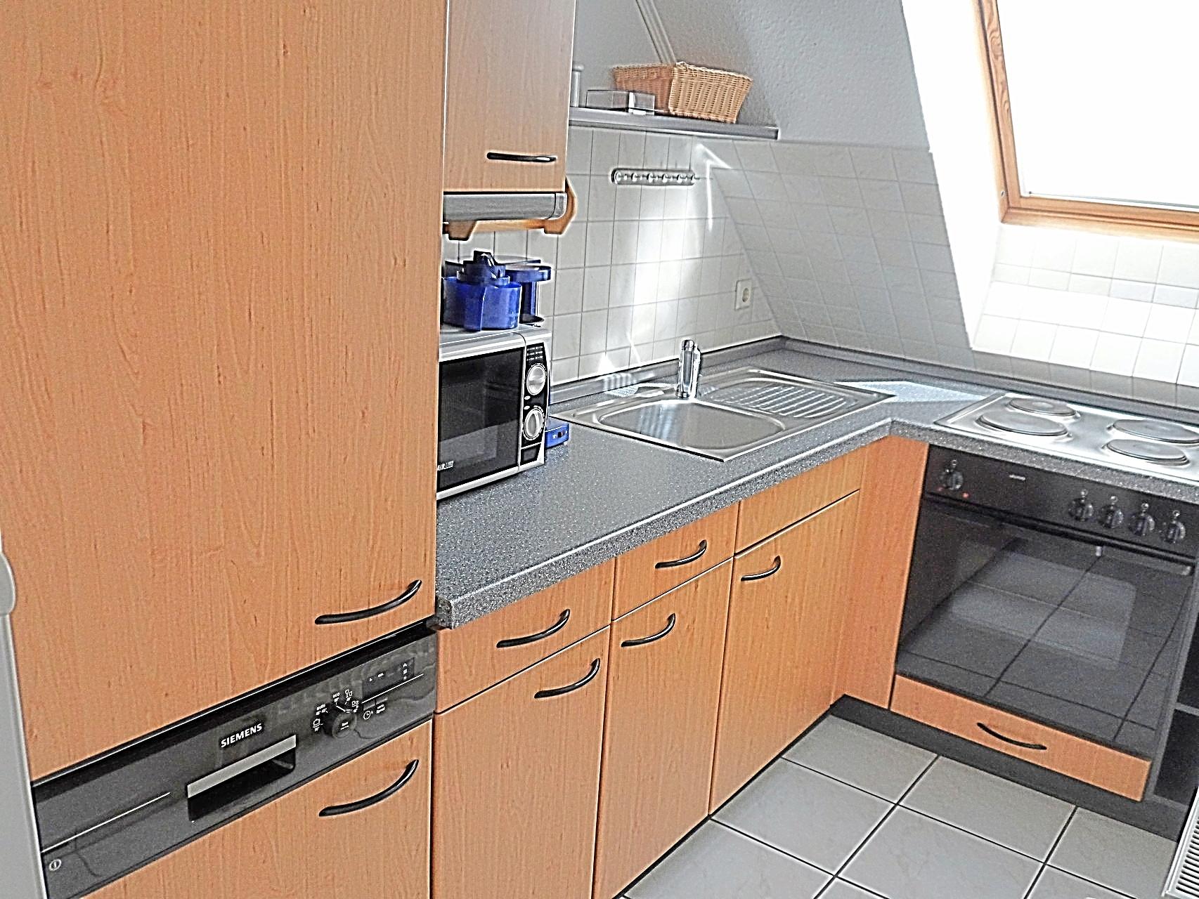Küchezeile mit Geschirrspüler