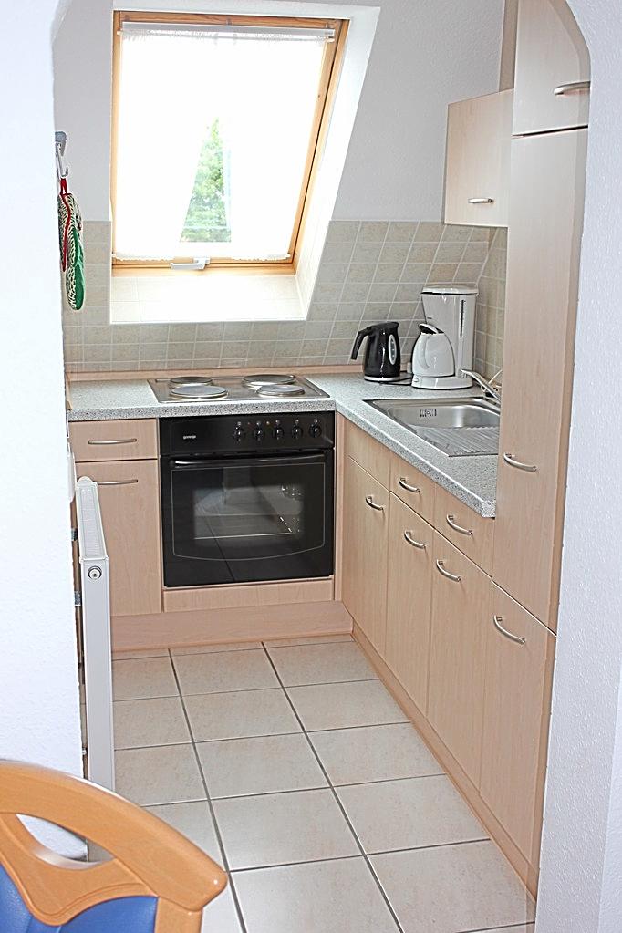 Einbauküche mit Mikrowelle