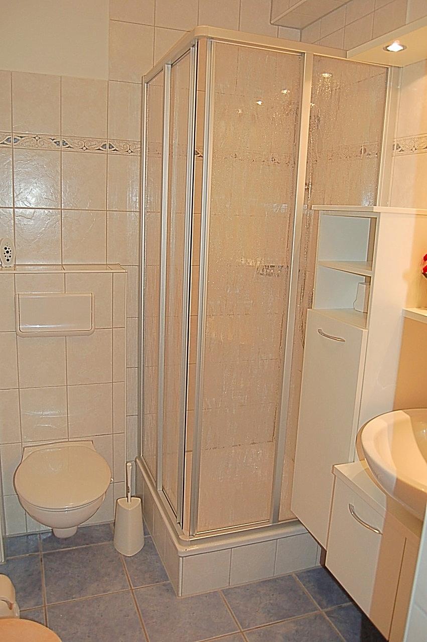 Bad mit Dusche und WC - Bad ohne Fenster