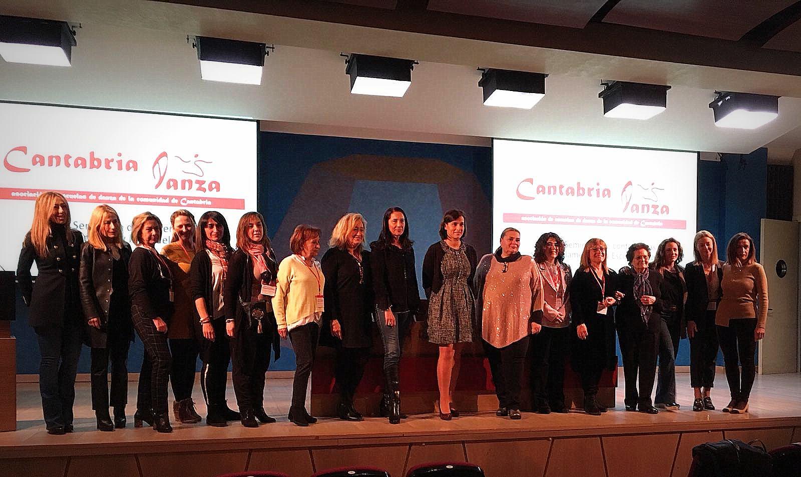 La alcaldesa de Santander, Dª Gema Igual, las ponentes del Seminario, Victoria Betanzos y Rocío Coral, la Presidenta de la Asociación Cantabria Danza y directoras de escuelas de danza de Cantabria