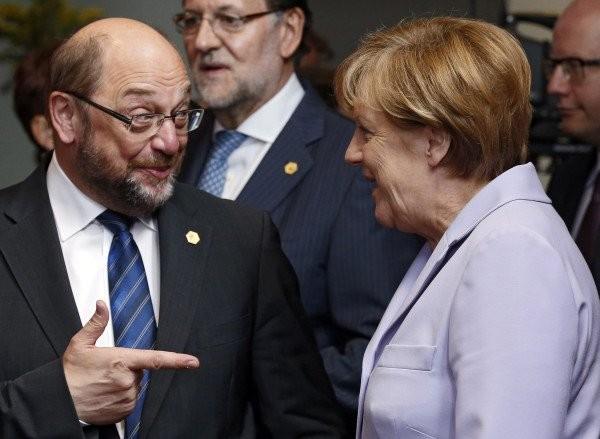 Die Griechenland-Strategie von Angela Merkel und Wolfgang Schäuble ist nicht aufgegangen. (Foto: dpa)