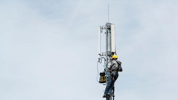 Nicht nur Antennen können Daten empfangen, sondern auch IMSI-Catcher. (Bild: Christian Beutler / Keystone)