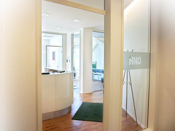 Der Eingang zu unserer HNO-Praxis | HNO-PRAXIS MÖNCKEBERGSTRASSE, Hamburg-Zentrum
