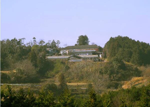 下野牧場 学校の廃材で建てた牛舎