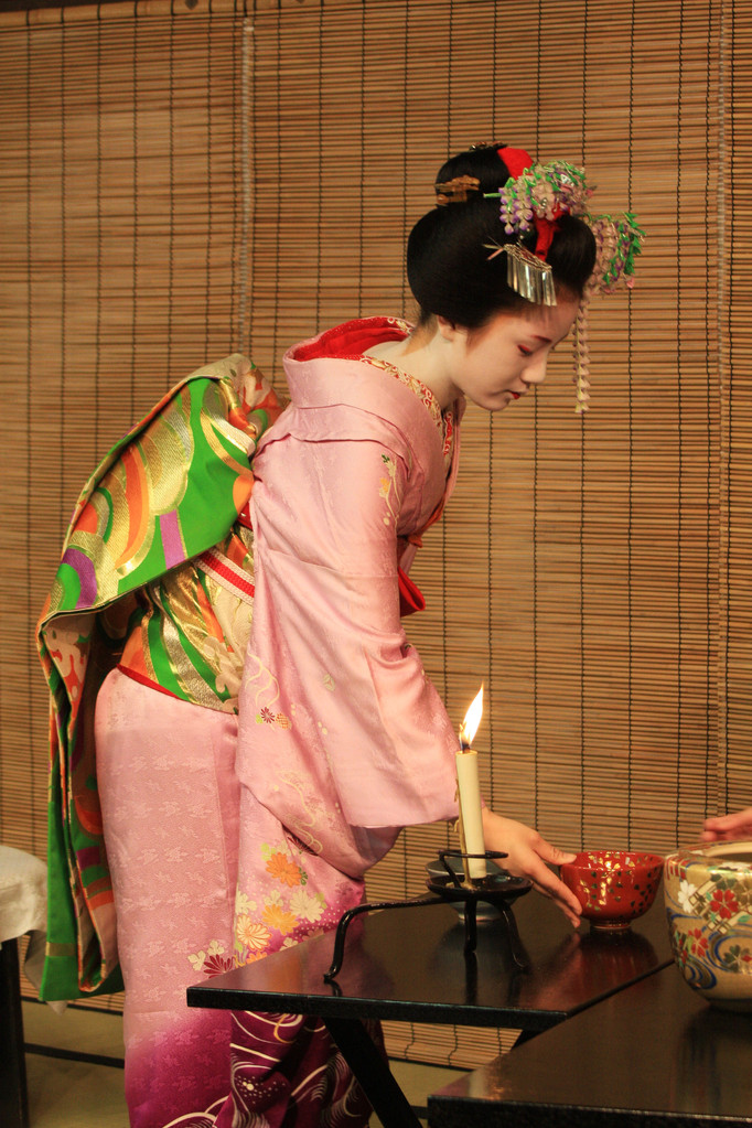Tea ceremony before Miyako Odori at Gionkobu Kaburenjo Theater、Kyōto