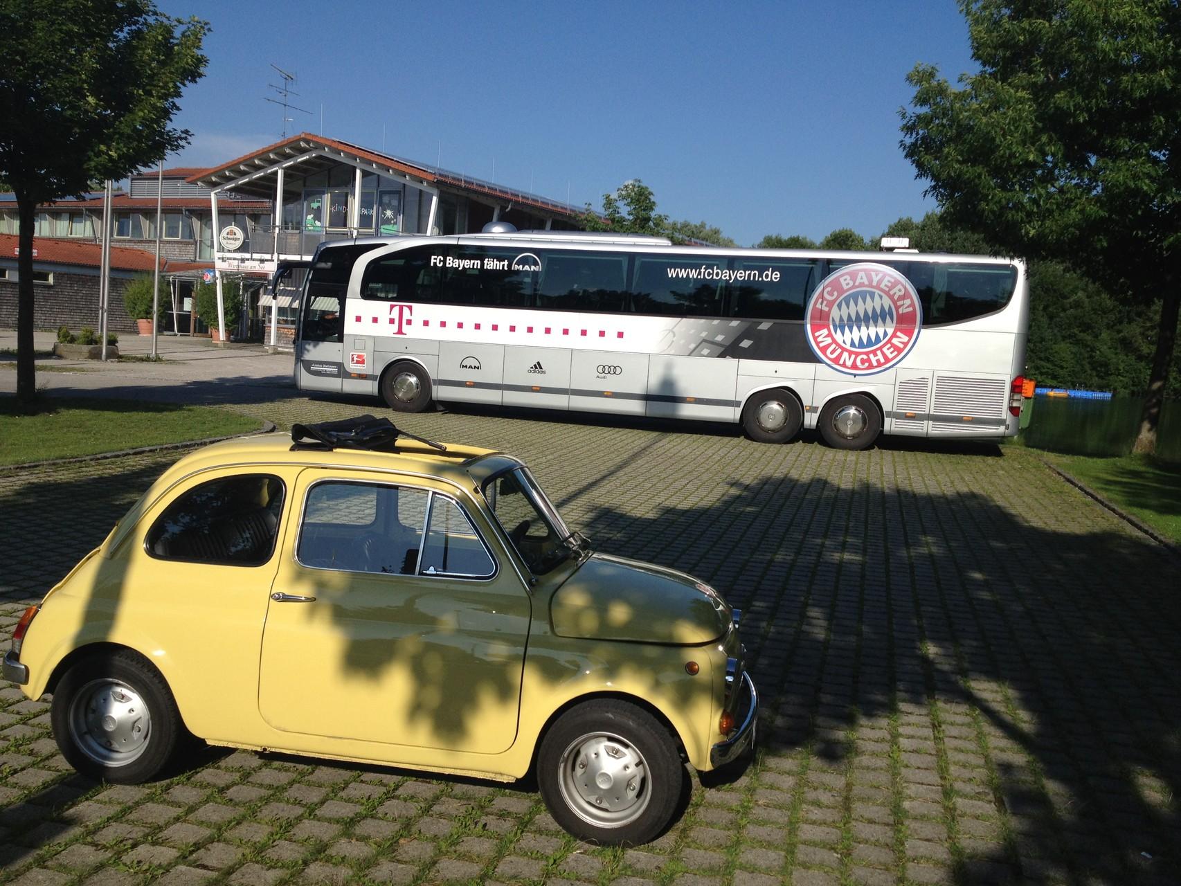 FC Bayern mit Mehmet Scholl  in Markt Schwaben