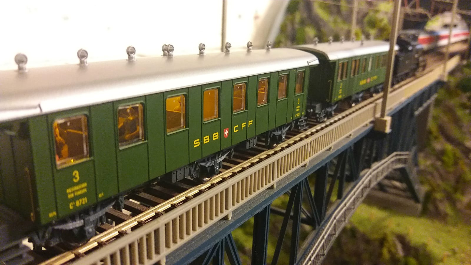 Liliput Altbauwaggon 3. Klasse mit gelben Kelltec Stäben
