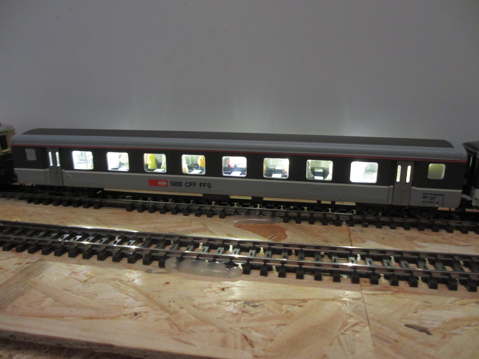 Roco Salonwagen mit warmweiss Beleuchtung