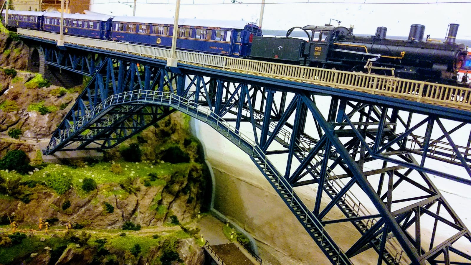 L.S. Models Orient Express Waggons C.I.W.L mit kaltweissen KELLTEC Stäben