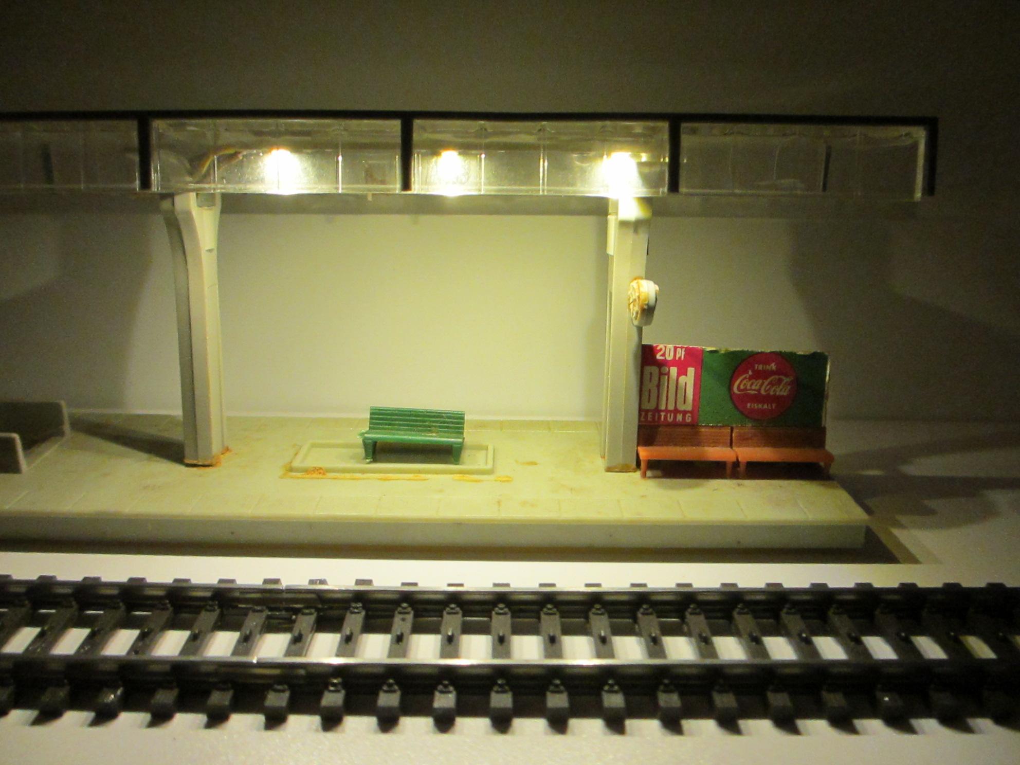 Beispiel mit Bahnsteig Beleuchtung warmweiss Stab gekürzt