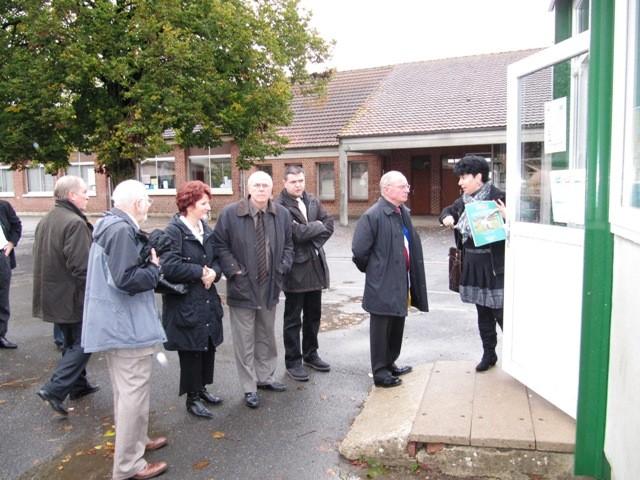 Visite de l'école, en compagnie des conseillers de la commune de Kings Langley