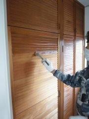 建具塗装中。熊本の住宅