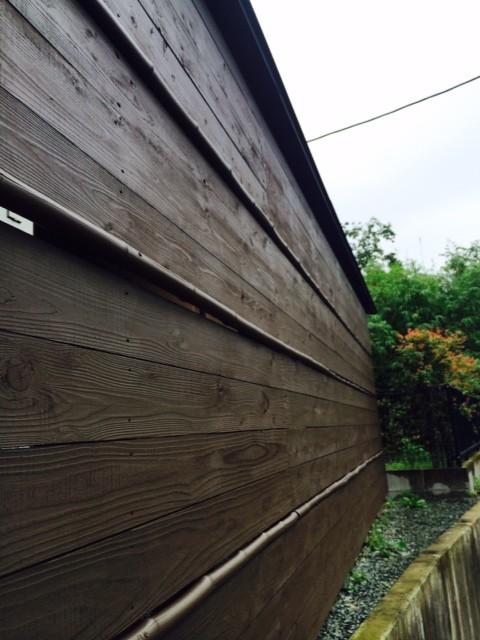 熊本〇〇様家の外壁木部塗装完成を接写で撮影しました。高耐久木部塗料を使用しました。