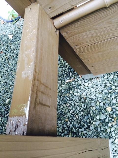 熊本〇様家の外壁木部塗装完成後、撥水効果を接写で撮影しました。撥水効果が長持ちする秘訣です。
