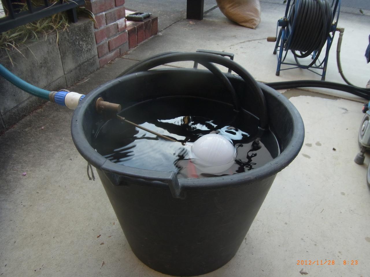 水溢れ防止機能搭載バケツ。洗浄時使用。 溢れる無駄な水をシャットアウト!