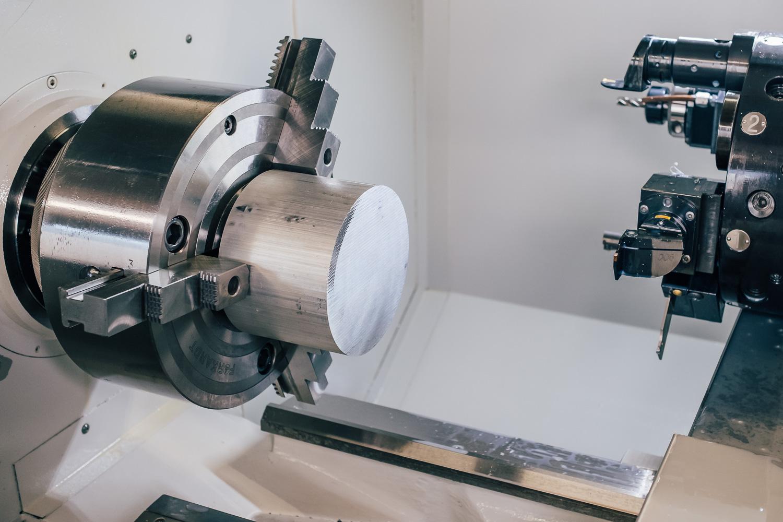 Beginn der Zerspanung mit einem Aluminium Rohteil