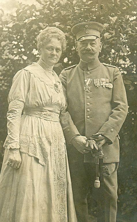 EK2 1914 am weiß-schwarzen Band (Trageweise am Verleihungstag), VfKH, Kronenorden 4.Klasse, Landwehr-DA2, Centenarmedaille, undat.