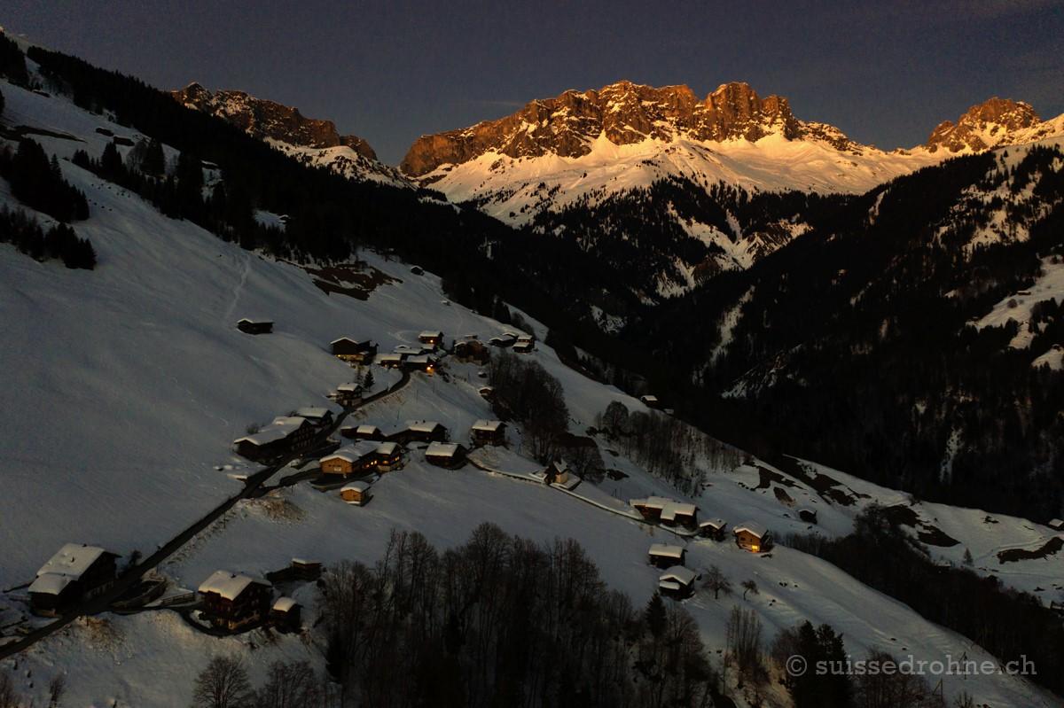 Schuders mit Schweizertor, Kilchlispitzen und Drusenfluh