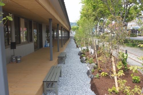 砂利(砕石)の施工事例を掲載いたしました。岡山県津山市 家具・雑貨店「さしこう」様外構