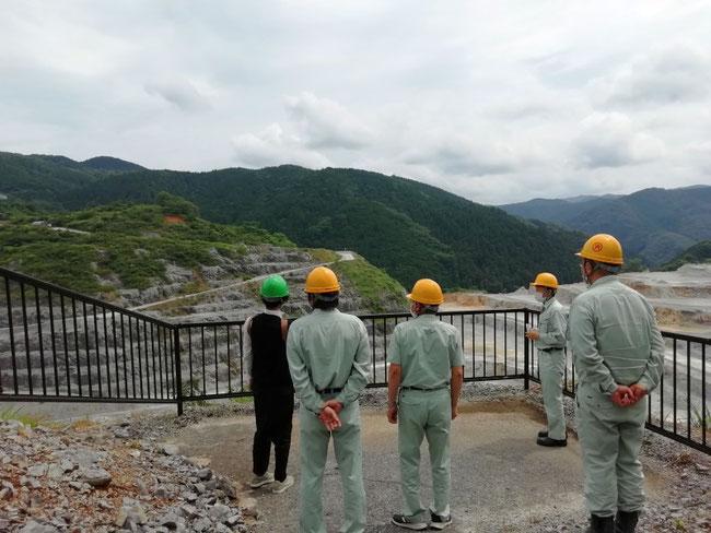 石彫家クボタケシ様が鉱山見学にいらっしゃいました。