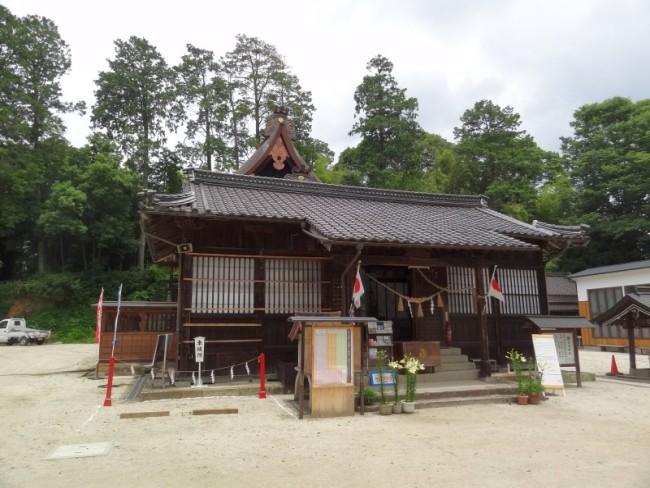 2年前石灰石玉砂利をお納めした高野神社様にお伺いしました。