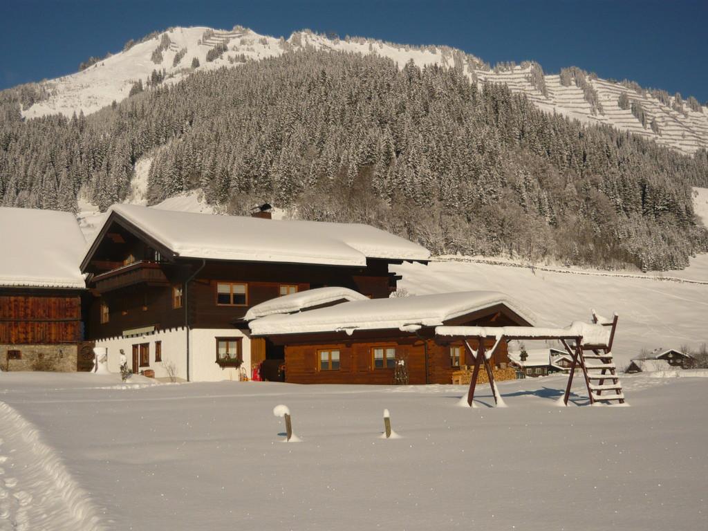 Haus Rückansicht im Winter