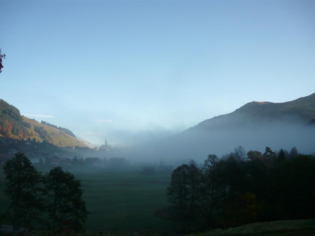 Der Morgennebel zieht davon und lässt einen Traumhaften Herbsttag beginnen