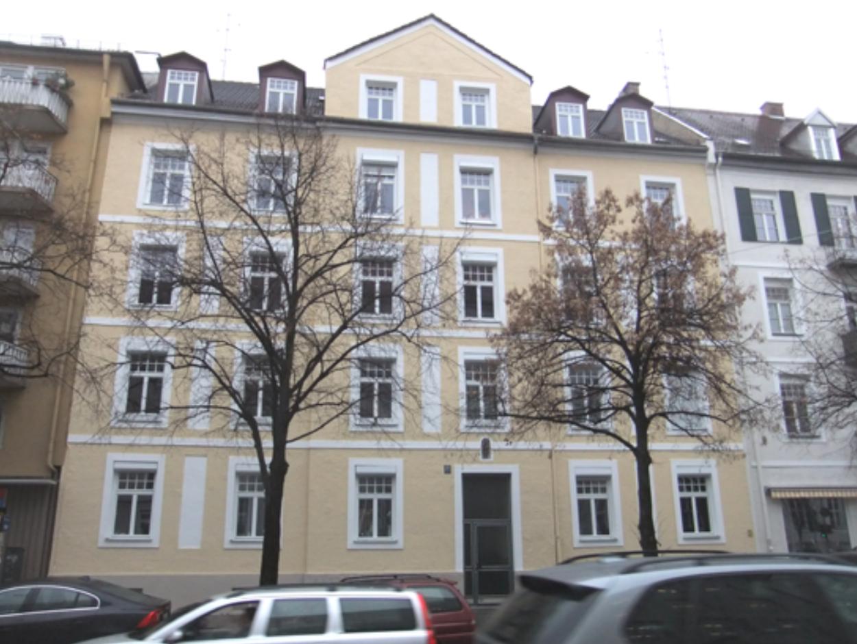 Denkmalschutz: Fassade eines Wohnhauses in München