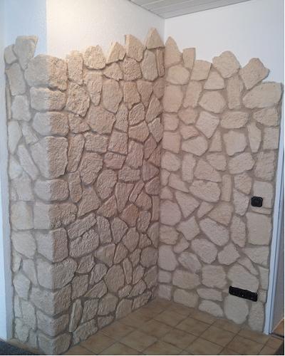 Wandverkleidung mit Steinpaneelen mit Ziegeloptik
