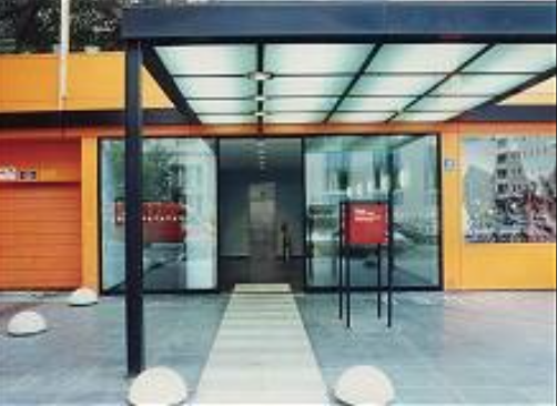 Das Firmengebäude in einheitlicher Corporate Identity
