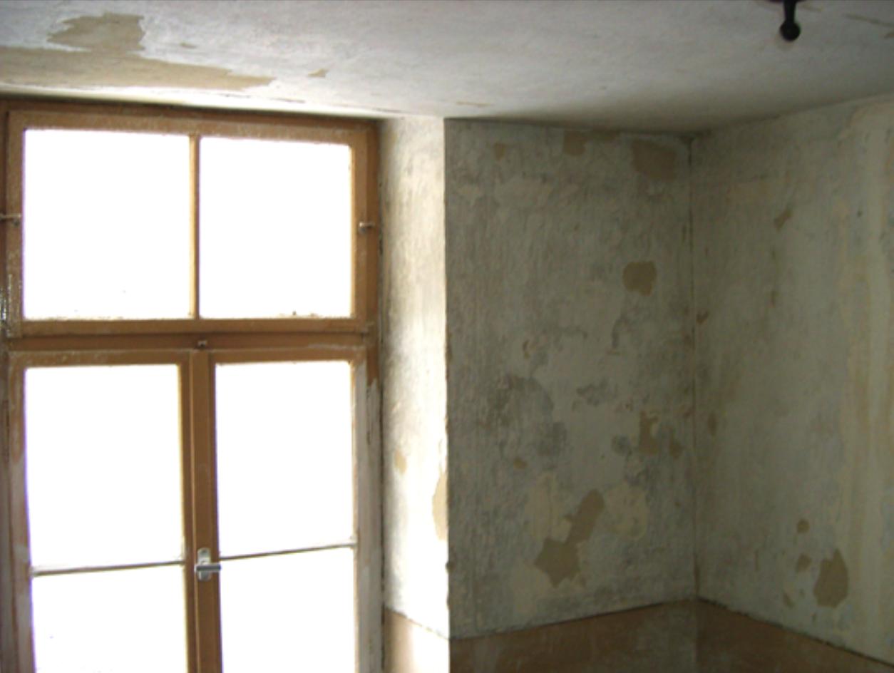 Hier ist eine Treppenhausrenovierung dringend nötig