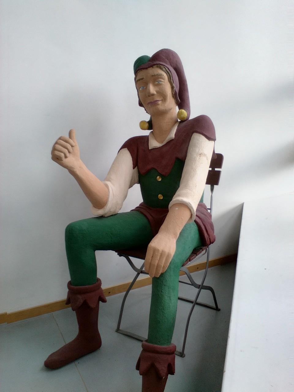 Der Anhalter im Museum von Bildhauer Stefan Sutka