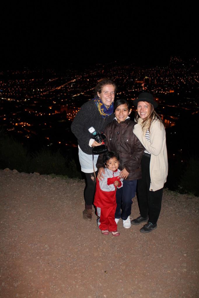 Avec les deux filles de la famille d'accueil