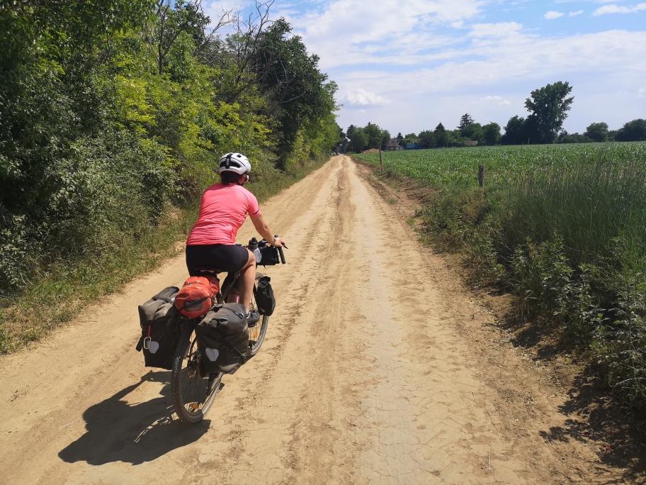 Sandige Straßen haben uns in Ungarn erwartet