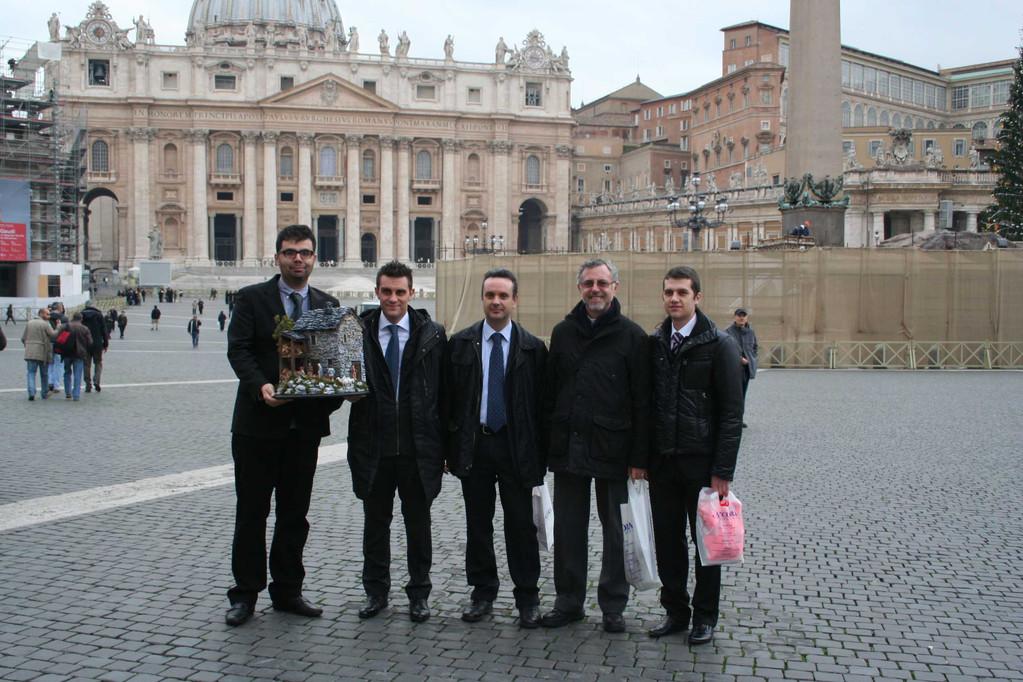 la foto di gruppo in Piazza San Pietro
