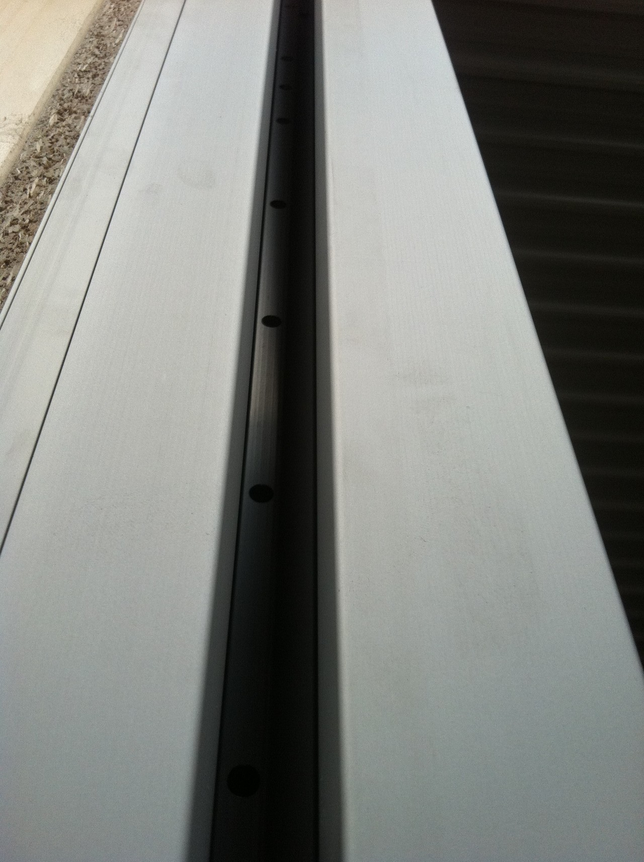 Light-curtain included in side-columns