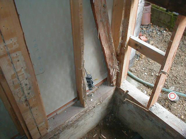 木部土台、筋違、間柱 被害