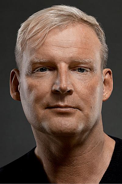 Retuschiertes Portrait eines blonden Mannes