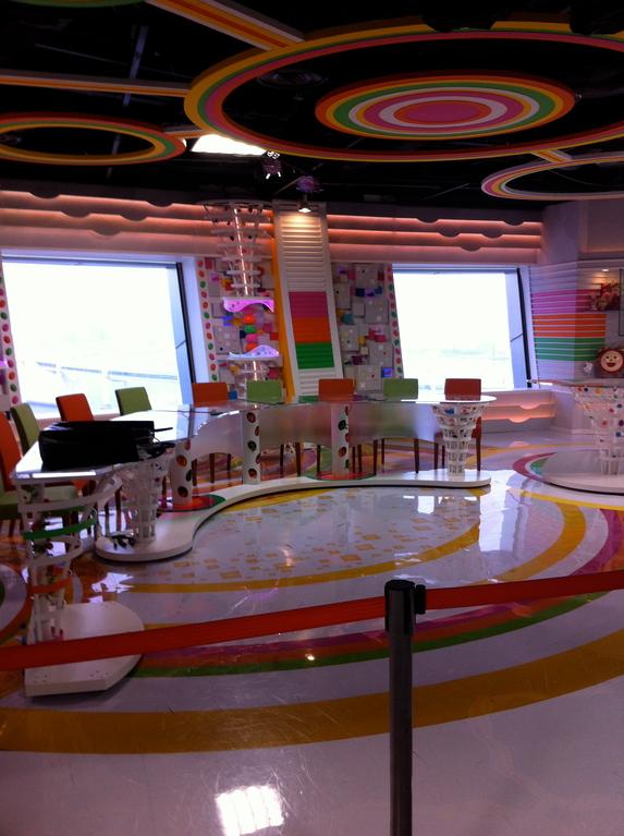 朝の「めざましテレビスタジオ」思ったより小さいです