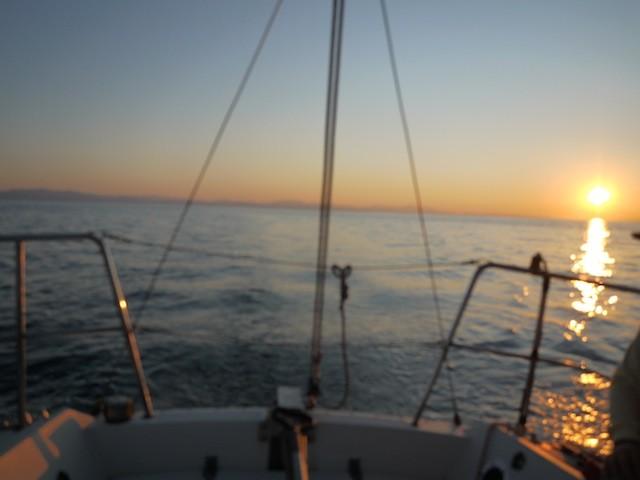 夕日の中 噴火湾を室蘭港へ