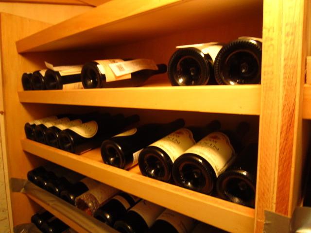 ワインのおさえが低くて 地震で揺れたらワインが落ちてきそう